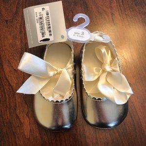 Gold Infant girl crawling shoes